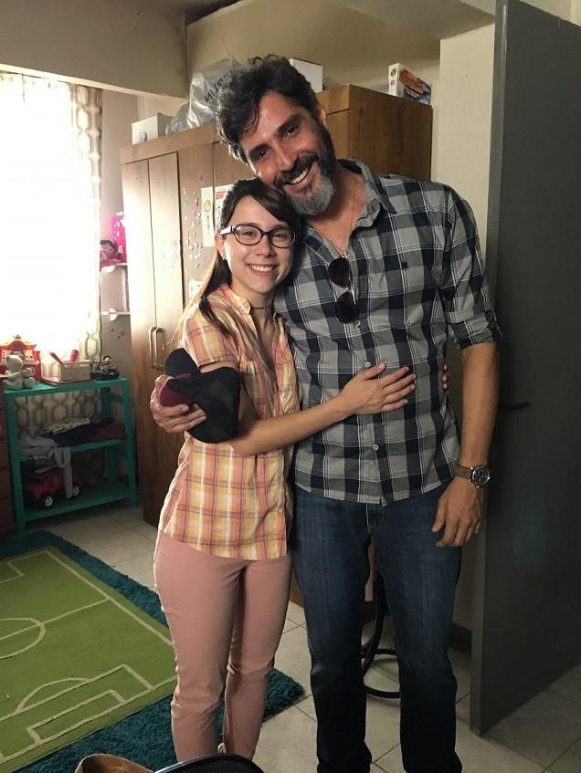 Daphne Bozaski e Luciano Pontes nos bastidores da novela